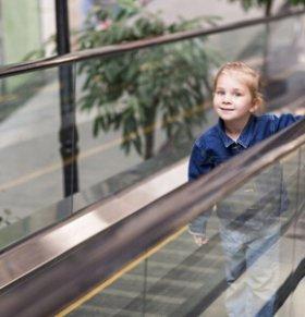 带孩子逛商场的注意事项 带孩子外出的注意事项 儿童乘坐电梯安全知识