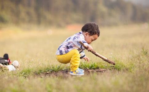 小孩为什么不合群 小朋友不合群的原因 小孩不合群的原因