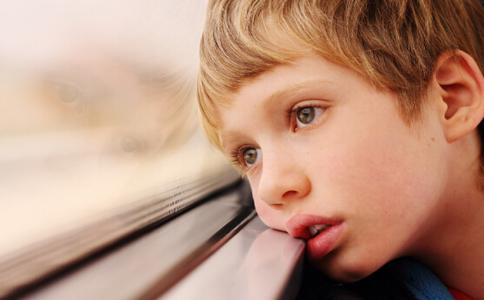小儿出现社交恐惧症的原因 小儿出现社交恐惧症如何处理 社交恐惧如何治疗