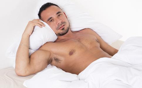 男人裸睡要注意哪些 如何预防生殖感染 男人夏季容易引发生殖感染的原因