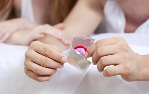 避孕套预防生殖器疱疹 生殖器疱疹的预防 避孕套 生殖器疱疹