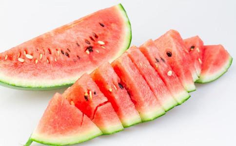 夏天吃什么水果好 吃西瓜有什么好处 西瓜的吃法