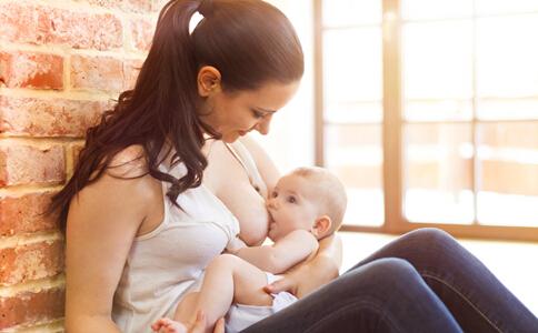 新生儿喂养护理知识 新生儿喂养与护理 新生儿喂养奶粉量
