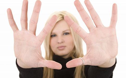 女人经期为什么不能注射玻尿酸 女人来月经可以注射玻尿酸吗 什么类型的女人不能注射玻尿酸