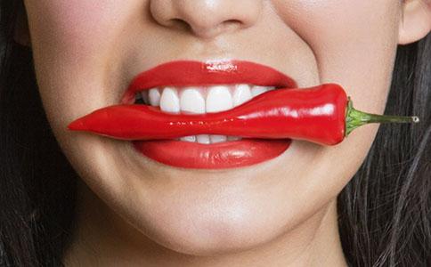 夏天最适合涂什么颜色的口红 夏天涂什么颜色口红最合适 不同颜色口红给人的不同印象