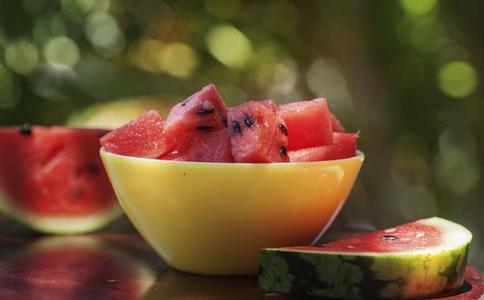 夏季如何鉴别毒西瓜 毒西瓜的鉴别方法 西瓜有毒吗