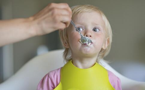宝宝多大可以开始吃盐 宝宝添加食盐注意事项 宝宝添加调味料注意事项