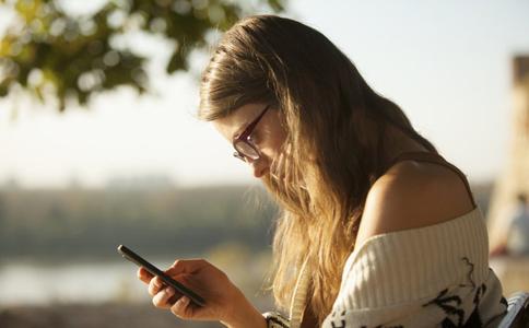 什么是手机上瘾症 如何测试是否得了手机上瘾症 手机上瘾症的危害是什么