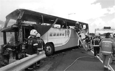 台客车起火26人死亡 台湾客车起火26人死亡 客车起火如何逃生