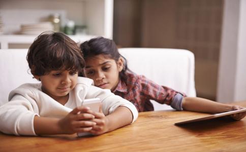 孩子早恋怎么办 如何处理孩子早恋 孩子早恋该怎么教育