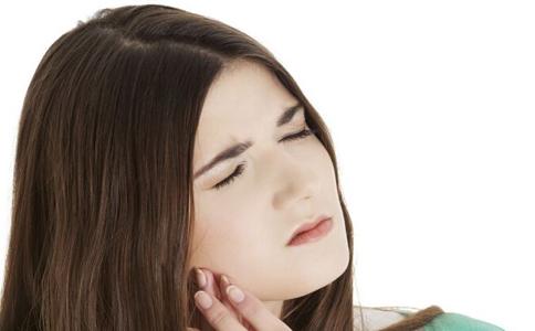 什么人会容易得口腔溃疡 口腔溃疡小常识 口腔溃疡的易患人群