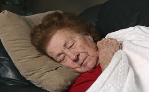 老年人常失眠有什麼危害老年人總失眠怎麼辦怎麼治療老人失眠