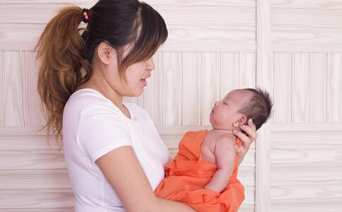 新生儿打嗝不止怎么办 新生儿打嗝怎么办 新生儿打嗝是什么原因