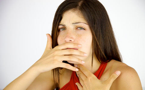 青春期女生有喉结 是正常的吗