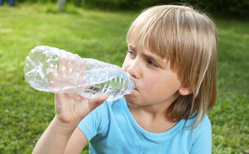 夏季消暑喝什么汤好 夏季喝什么汤能消暑 夏季喝什么汤防病