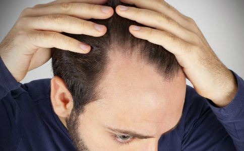 老是掉头发?4个方法帮你治疗图片