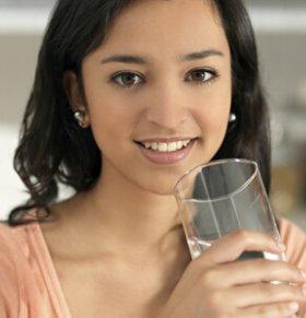 夏季防水中毒 四大喝水误区你中招了吗