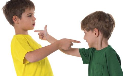 孩子打人怎么办 孩子爱打人怎么办 小孩子打人怎么教育