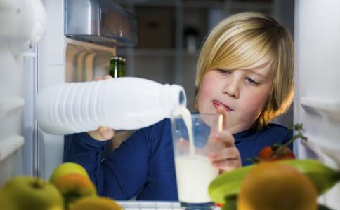 如何防治过敏性鼻炎 秋天如何预防过敏性鼻炎 过敏性鼻炎危害