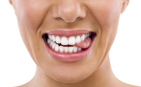 什么牙齿最适合做烤瓷牙 烤瓷牙适合哪种牙齿 如何分辨烤瓷牙的好坏