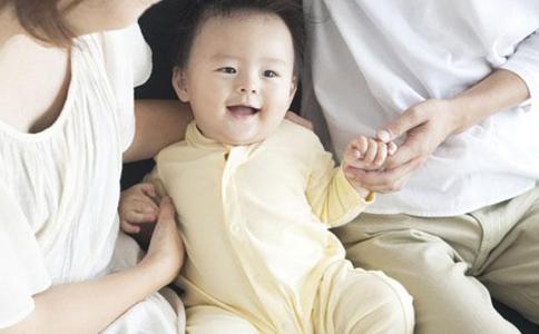 宝宝秋季穿衣 哪些穿衣原则要掌握_0-1岁护理_育儿_99健康网