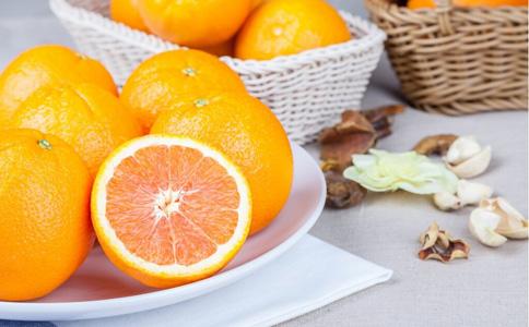 吃橙子的好处 吃橙子有什么好处 橙子的功效与作用