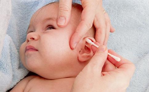 新生儿耳部护理常识 新生儿耳部如何护理 新生儿耳部护理