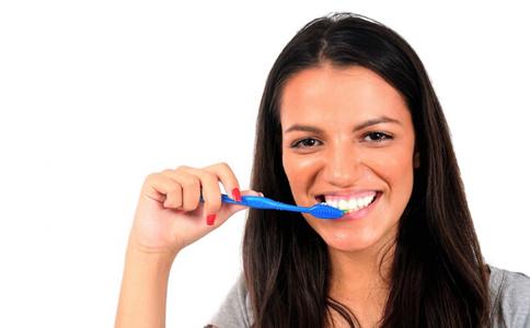 口臭的原因有哪些 口臭怎么治疗 去除口臭的方法