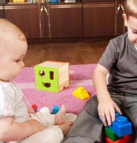 两个孩子闹翻天 如何破解手足相怨