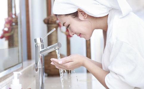 冷水洗脸 秋季如何预防咽炎 秋季冷水洗脸预防咽炎