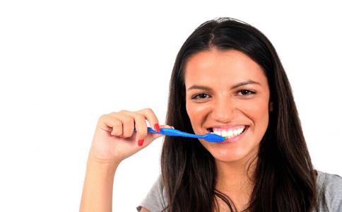 如何预防牙周炎 牙周炎的预防方法 牙周炎的症状与表现