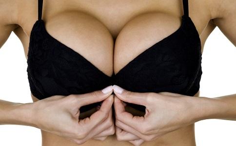 女人胸部會越摸越大嗎 最有效的按摩增大胸部手法 按摩豐胸的方法有哪些