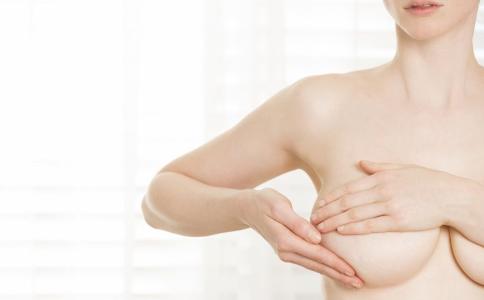 導致平胸的原因有哪些 哪些原因會導致平胸 增大胸部吃什麼食物好