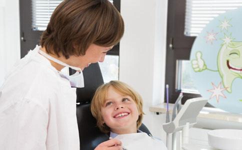 种植牙怎么保养 种植牙有哪些危害 种植牙会有伤害吗