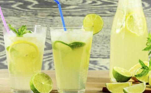 柠檬水怎么泡 自制柠檬水要注意什么 喝柠檬水有什么禁忌