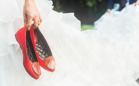 孕妇穿鞋注意事项 孕妇穿什么鞋子好 孕妇穿什么鞋秋季
