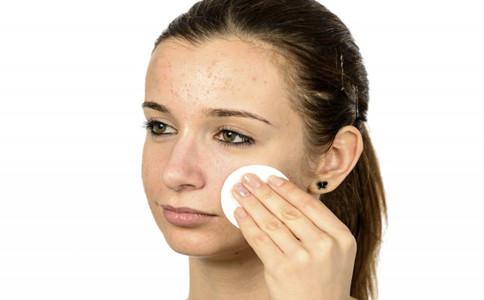 定妆粉的使用方法 如何使用定妆粉 定妆粉如何用才不易脱妆