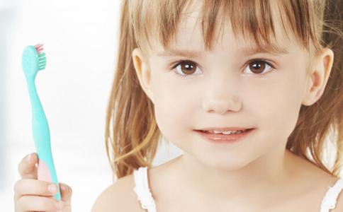 怎么给宝宝选择适合的牙刷 儿童如何进行口腔护理 宝宝怎么保护牙齿