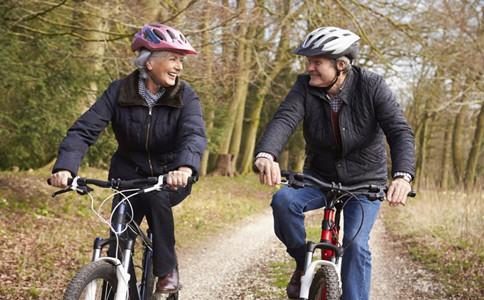 老人騎自行車的好處老人騎自行車的注意事項老人適合騎自行車嗎