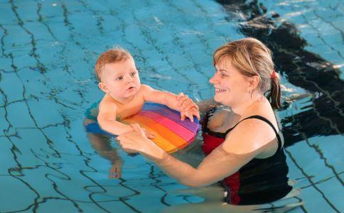 如何教孩子学游泳 如何教孩子游泳 怎么教孩子游泳