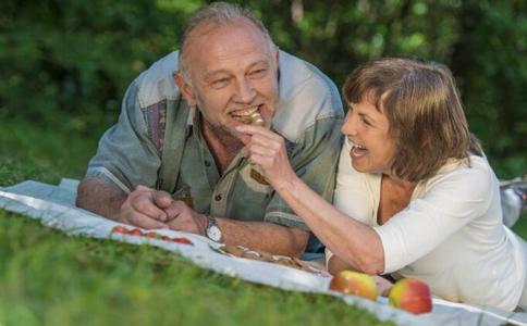 老人牙齿松动怎么办 老人牙齿松动吃什么好 老人牙齿松动如何护理