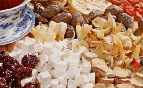 口腔溃疡吃什么水果好 口腔溃疡吃什么 中医治疗口腔溃疡的方法