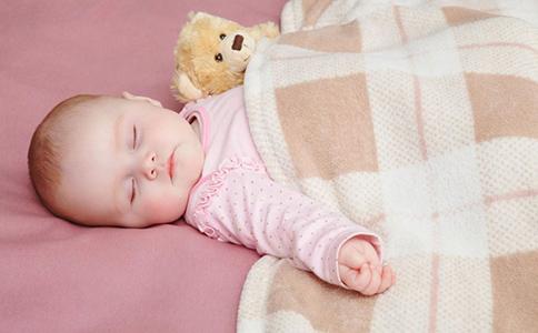 新生儿晚上不睡觉是怎么回事 怎样让孩子早睡 孩子晚上不睡觉是什么原因