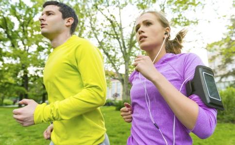 秋季在锻炼时要注意哪些事项 运动锻炼必须注意的事项 健身时有哪些事项要注意