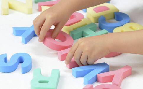 孩子玩具被抢了怎么办 如何培养孩子分享精神