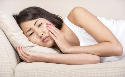 牙周炎的症状与表现 牙周炎的危害有哪些 牙周炎的早期症状