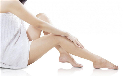 女人手脚冰凉是怎么原因 为什么女人会手脚冰凉 手脚冰凉是哪些原因造成