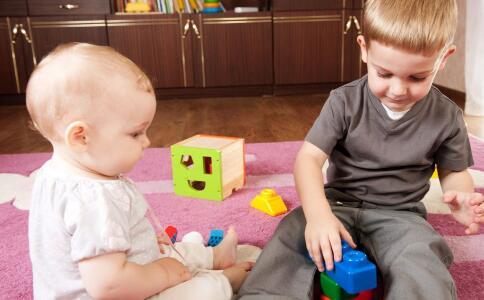 两个孩子怎么教育 大宝不喜欢二宝怎么办 二孩家庭如何平衡爱