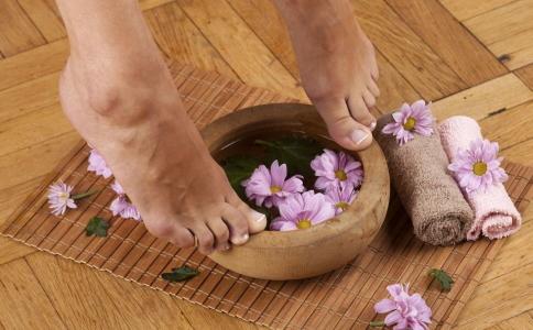 尖锐湿疣要如何预防 足浴会传染尖锐湿疣吗 尖锐湿疣是怎么传染的