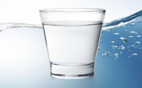 使用盐水清肠排毒 从根本上养出无暇美肌